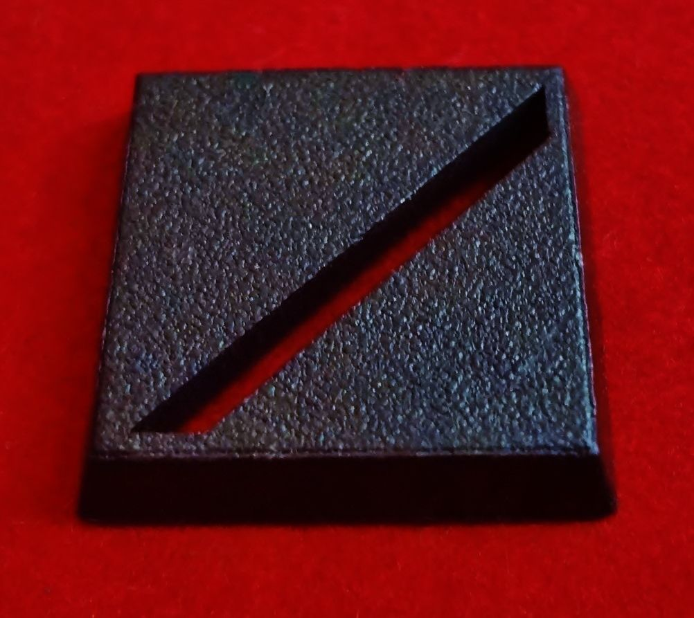 99-002 Square Bases 25mm (Slot - Diagonal) x20